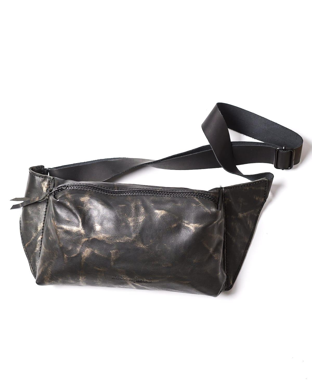 bolso de mano, mdiano, negro con reflejos dorados. tamaño