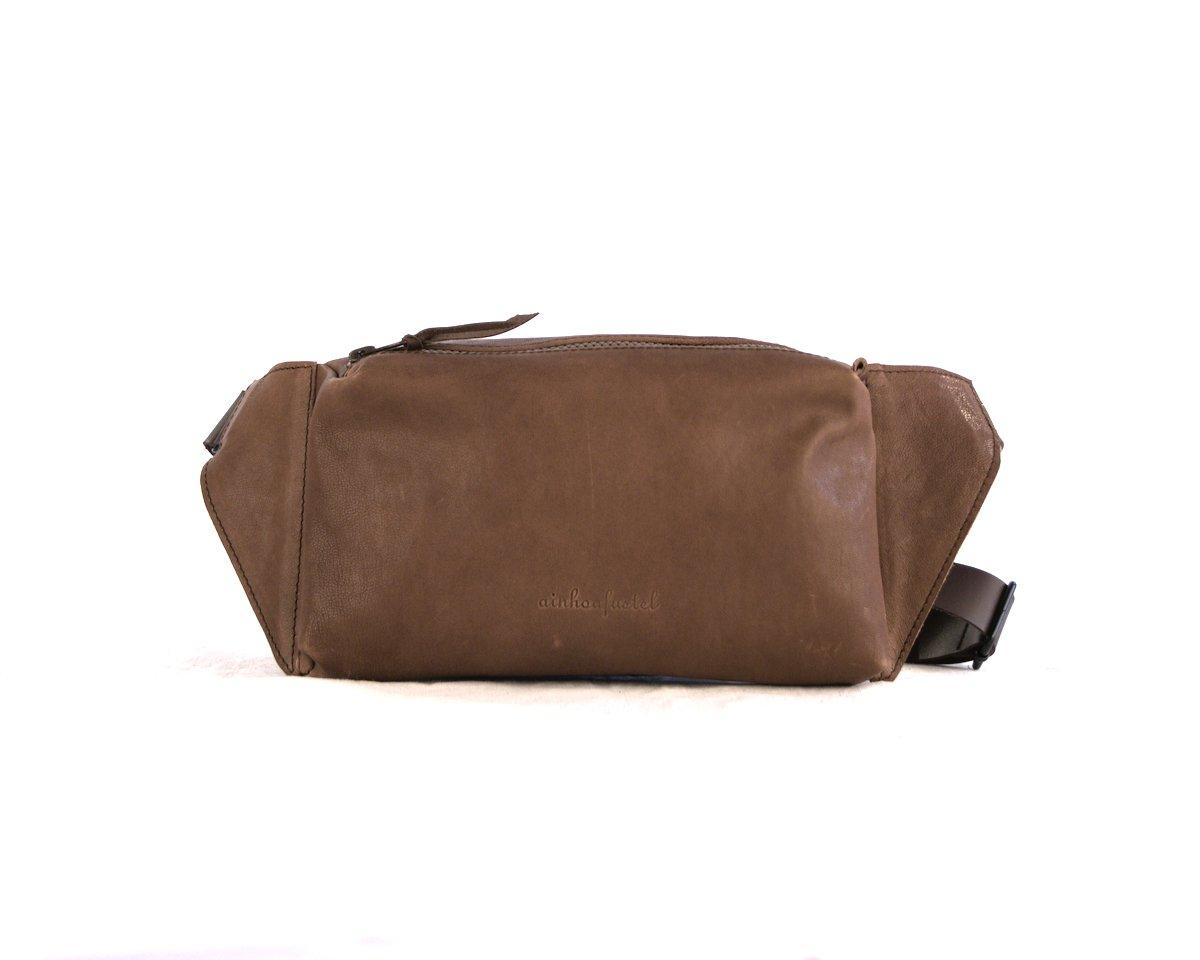 Bolsito cuadrado para llevar cruzado color marrón medio