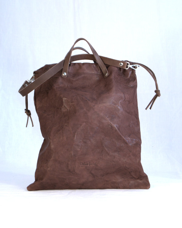 Bolso de hombro color marrón