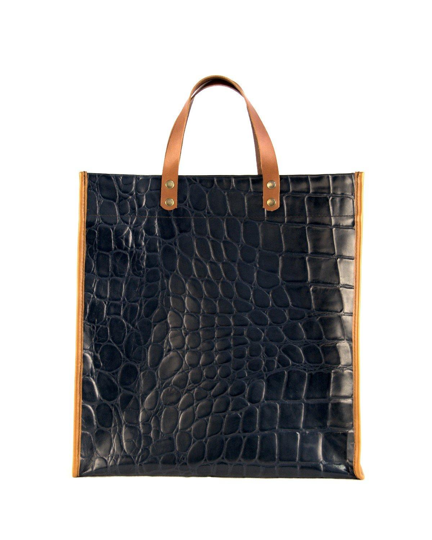 Shopping bag de piel color azul marino con ribetes y asas de mano en color camel.