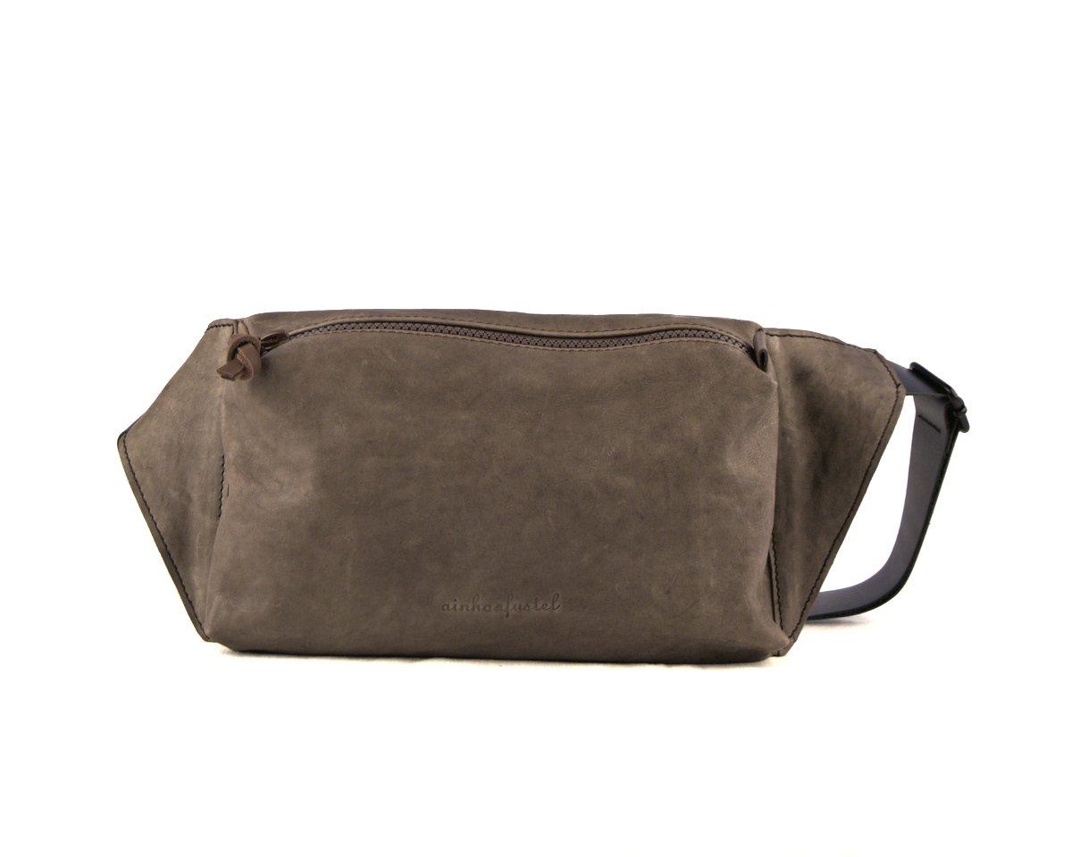 Bolso cuadrado con cremallera para llevar cruzado color marrón tabaco